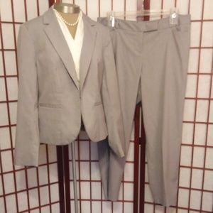 LANE BRYANT LIGHT GRAY STRIPED BLAZER & PANTS SUIT